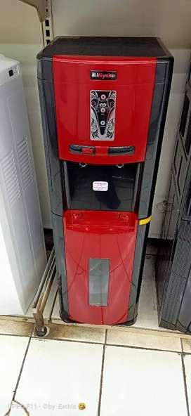Dispenser kredit bunga ringan 0% Sanken galon bawah