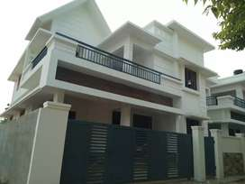 5 cent 2400 sqft 4 bhk new build  at aluva very close to kochin bnk
