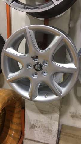 "Jaguar Genuine 17"" alloy rims"