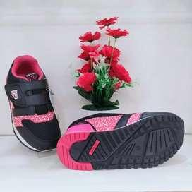 Sepatu anak-anak