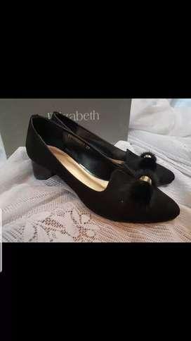 Sepatu Hitam Size 37 Elizabeth