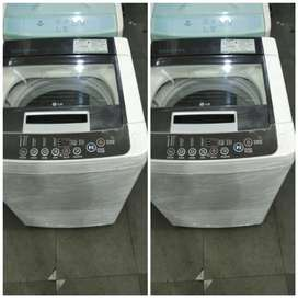 BLACK WASHING MACHINE IN GOOD CONDITION AND EXCELLENT QUALITY