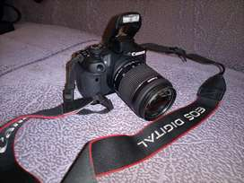 Camera 700D with complete accessories and extra portrait lense