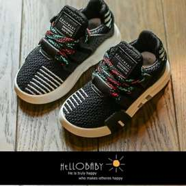 Shoes young kids black