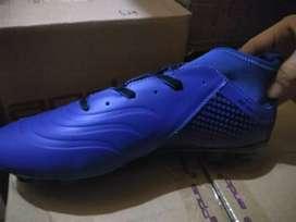 Sepatu Bola Kekinian