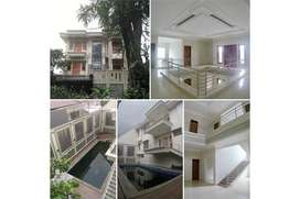 Rumah Mewah Kolam Renang Jakarta Timur