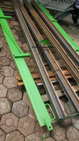 Sedia cetakan pagar beton besi siap dipakai