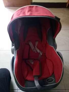 Baby seat /tempat tidur bayi di mobil