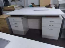 Refurbished office tables with customized sizes