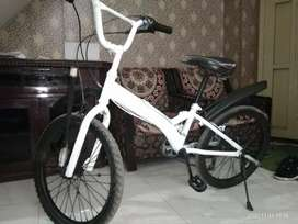 Karishma cycle new cycle white and black colour and 6 gear new