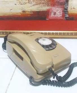 Telepon jadul antik diputar koleksi lawas dekorasi vintage retro unik
