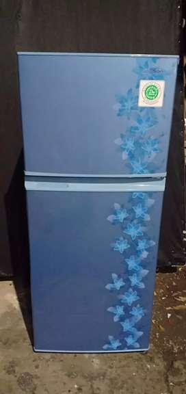 Dijual Kulkas 2 pintu sharp kondisi normal