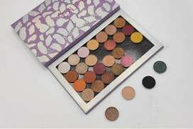 Huda beauty nude magnet eyeshadow palette. 450