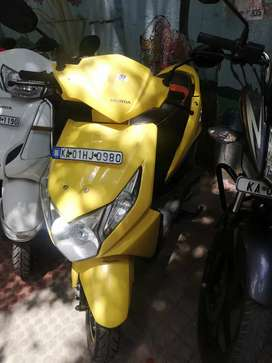 Auto india Yallo colour honda dio 3g Showroom condition up to