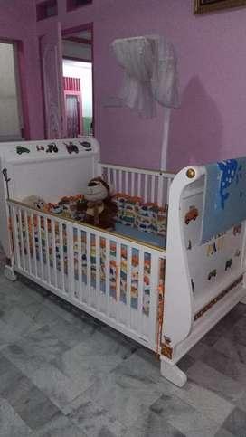 Tempat tidur ranjang bayi masih bagus