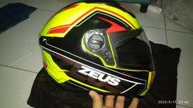 Helm Zeus 811 XL