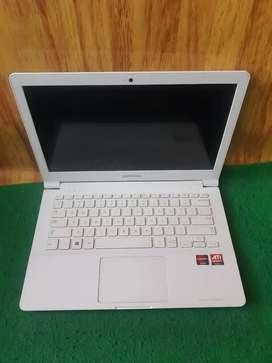 Laptop samsung slim dan elegant