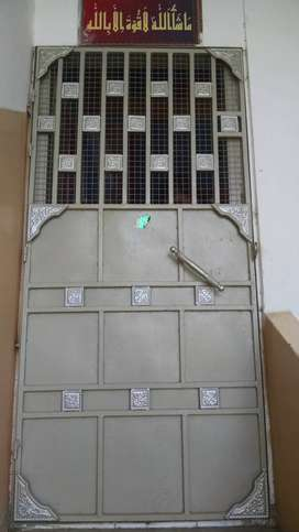 Fourth floor portion for sale in Nazimabad no. 3 gole market