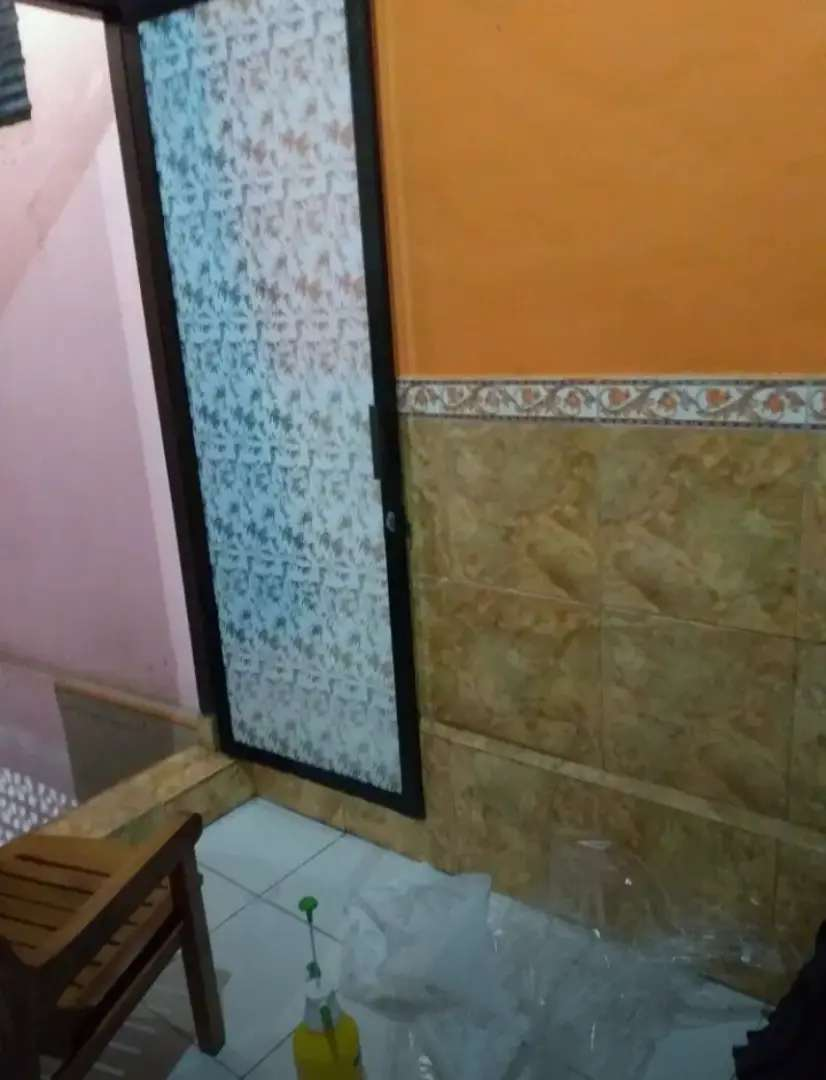 Stiker sanblas dan kaca film pintu kaca kamar mandi