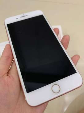 selling brand new i phone 7 plus  in box 128 gb