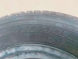 Vitz & City tyre for sale new condition 1 hi tyre hy only one pic