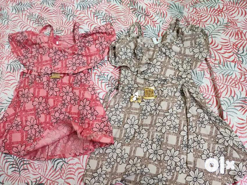 Age limited 2 to 3  baby girl froack. Good quality 0
