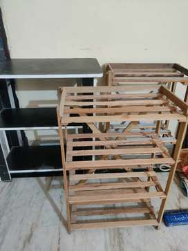 1 Office table with 2 shoe racks