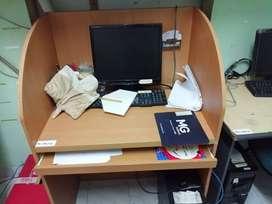 Kebutuhan Kantor Meja kerja, kursi, PC, Partisi kaca dll