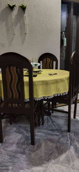 Soiled wood dining table set