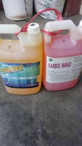 Sabun cuci tangan atau piring dan lantai