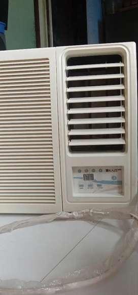 Hitachi 1 ton 3 star power saver Window AC