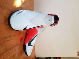 Nike Phantom Vision Academy Football Shoes