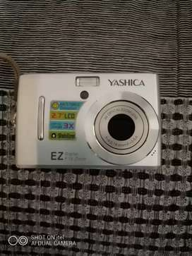 Yashica Ez camera ( Excellent condition)
