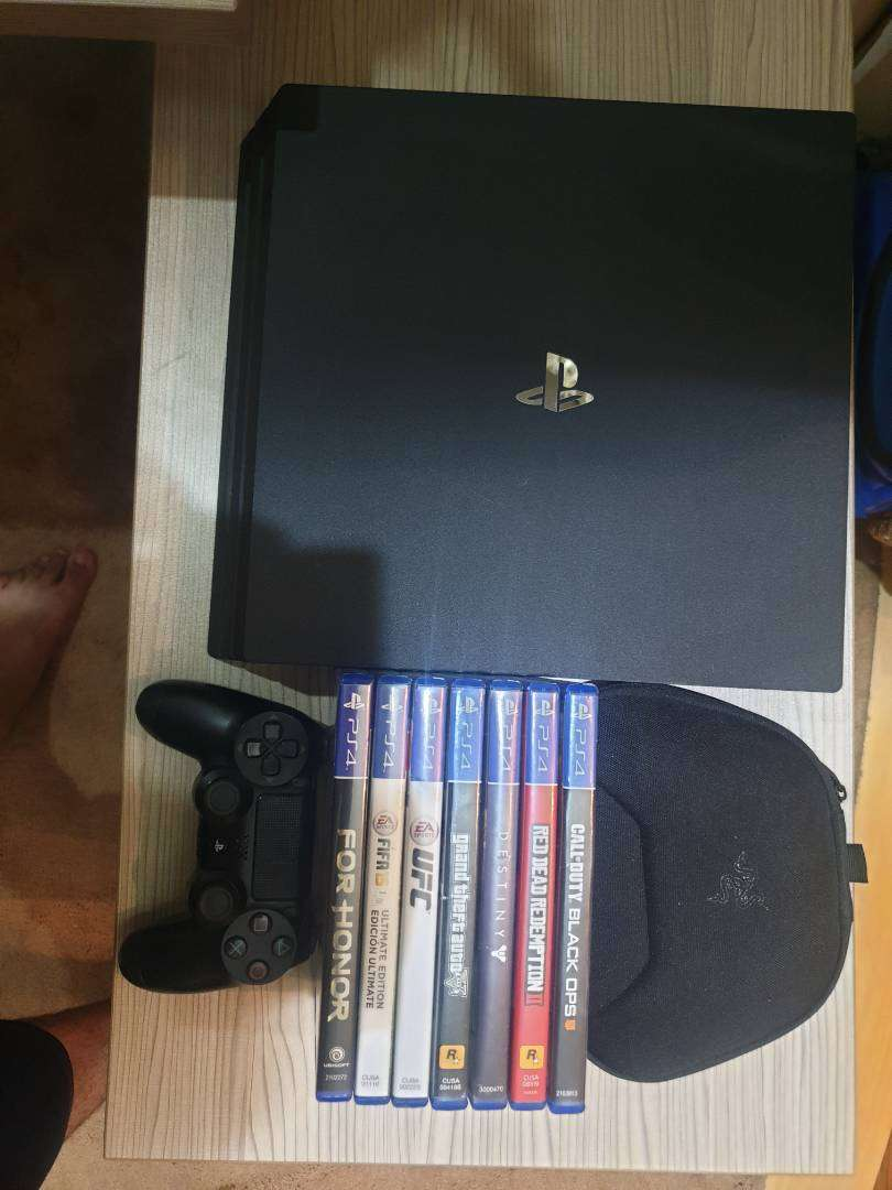 Ps4 Pro 1TB Jet Black with free games 0