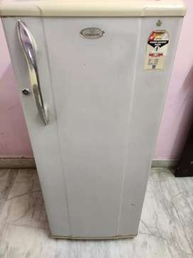 215 litres 2 star energy saving fridge in excellent condition