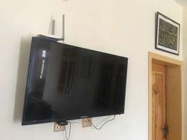Samsung Smart TV , LCD 42 Inches ,