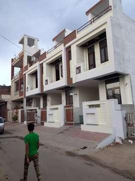 Well furnished 100gaj villa for sale