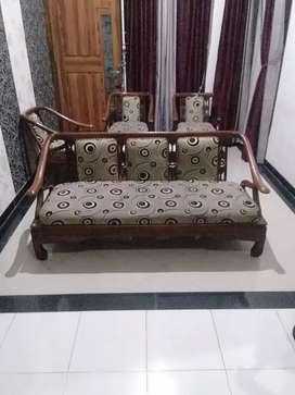 Dijual cepat 1set kursi tamu(3-1-1-1) bahan kayu jati asli plus meja