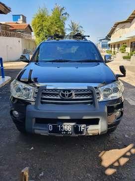 Fortuner G 2.5 Diesel AT 2010 Hitam
