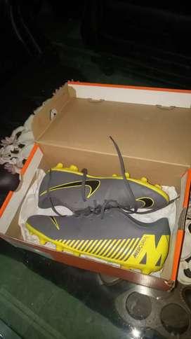 Sepatu bola Nike mercurial original