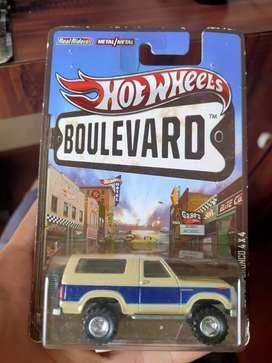 Hotwheels BOULEVARD '85 FORD BRONCO 4X4