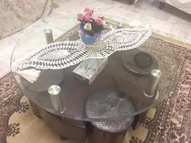 Beautiful round centre table witn 4 small stools