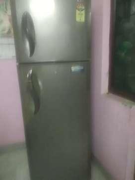 310 litre LG fridge