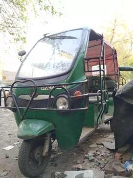 Kinetic e rickshaw