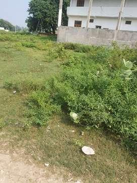 Corner plot &2 sided road in gomti nagar bharwara in very cheap price.