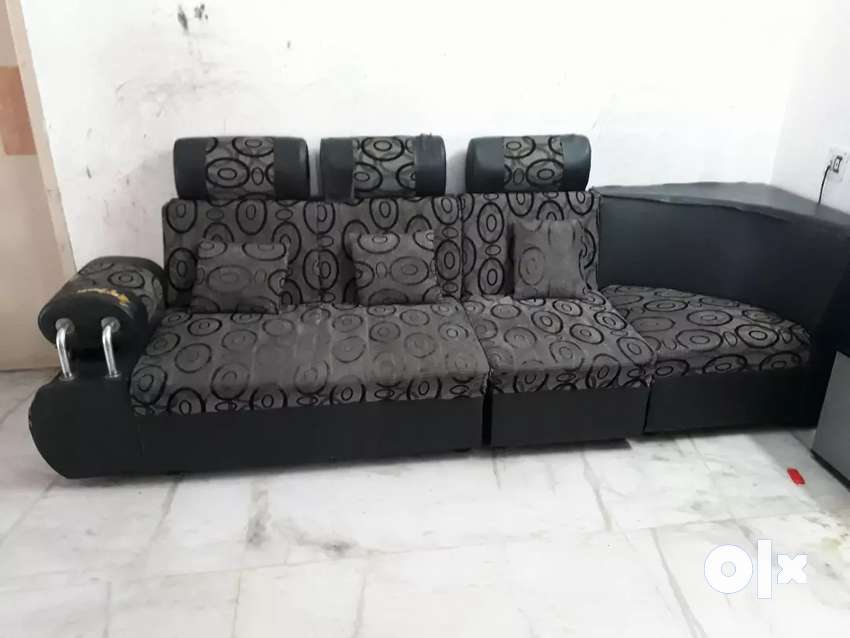 Sofa 6 years old 0