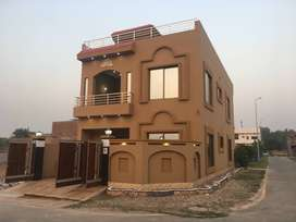 7 Marla Corner Beautiful 5 bedrooms House