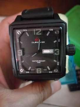 Jam tangan pria dgn gelang terbuat dr kulit