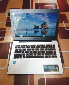 Laptop Asus mulus siap pakai