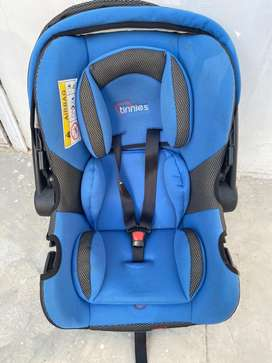 Selling Baby car seat & carry cot